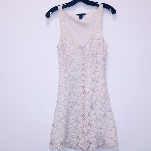 Forever 21 Dresses & Skirts - Front button lace sleeveless dress